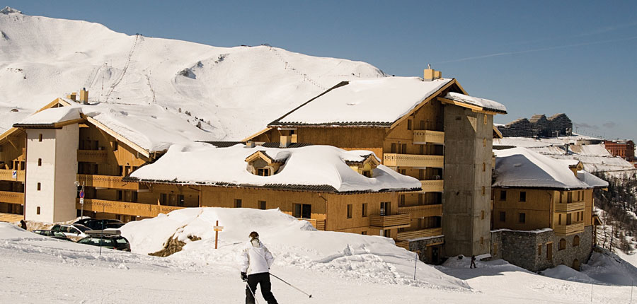 France_LaPlagne_SunValley-apartments_exterior-view-with-skier.jpg